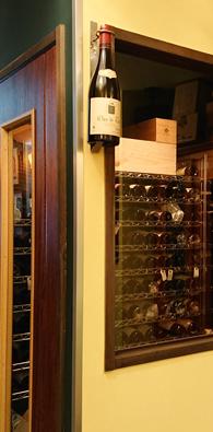 オーナーソムリエにより温度・湿度が管理されたワインカーブ
